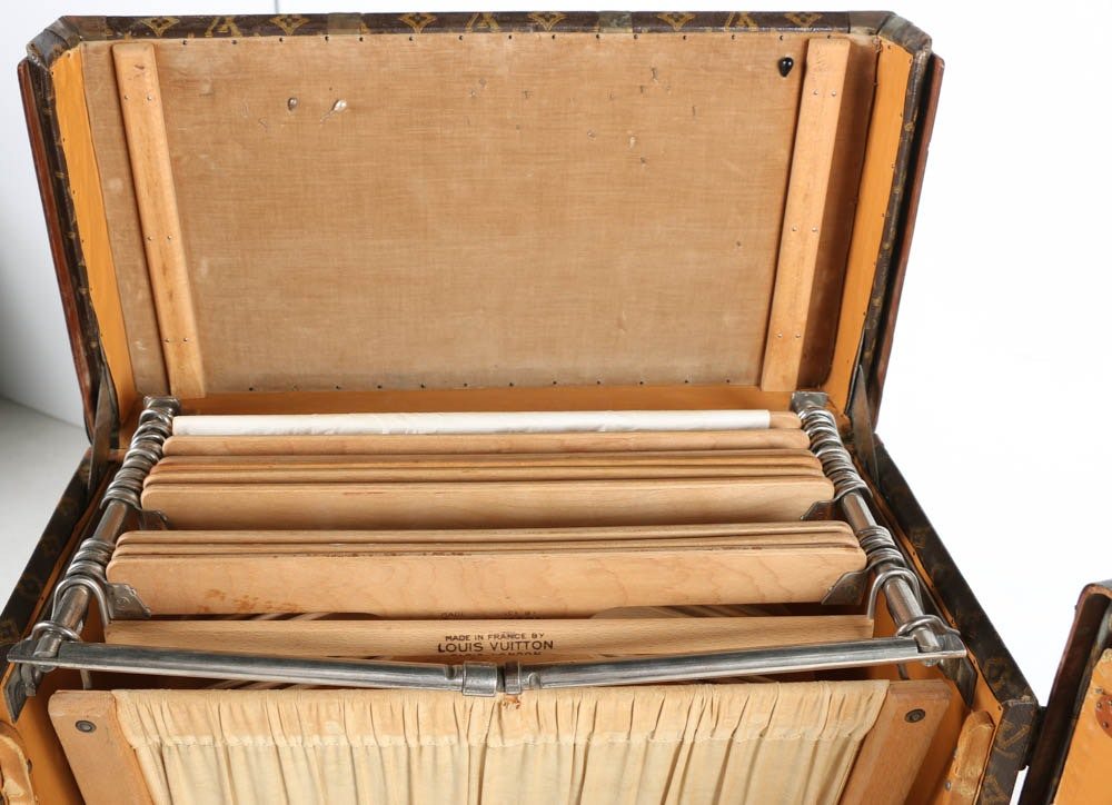 louis vuitton antique steamer trunk with interior compartments ebth. Black Bedroom Furniture Sets. Home Design Ideas