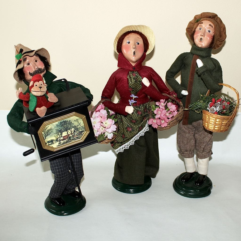 Byers Choice 'The Carolers' Limited Edition Figures