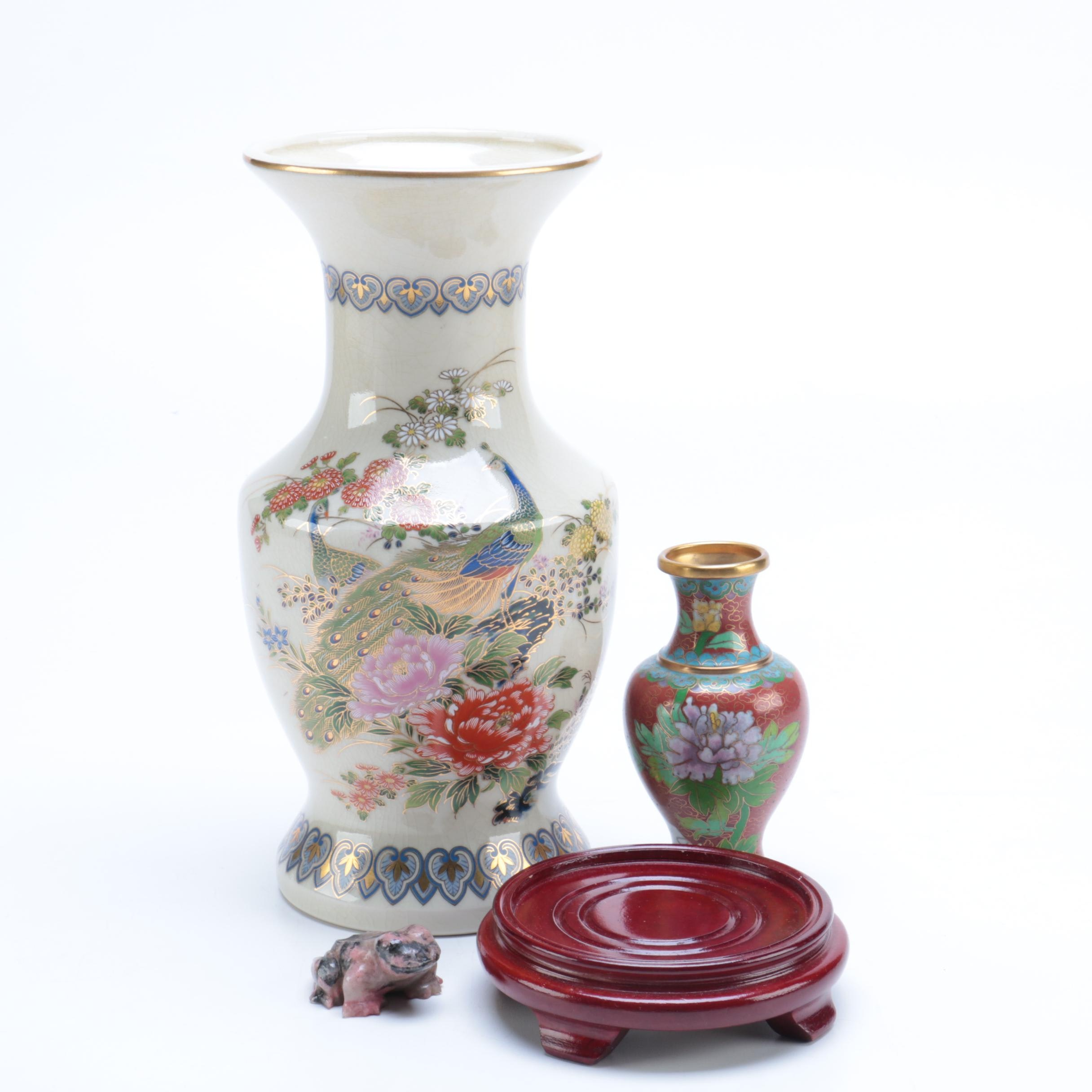 Chinese Vases and Décor