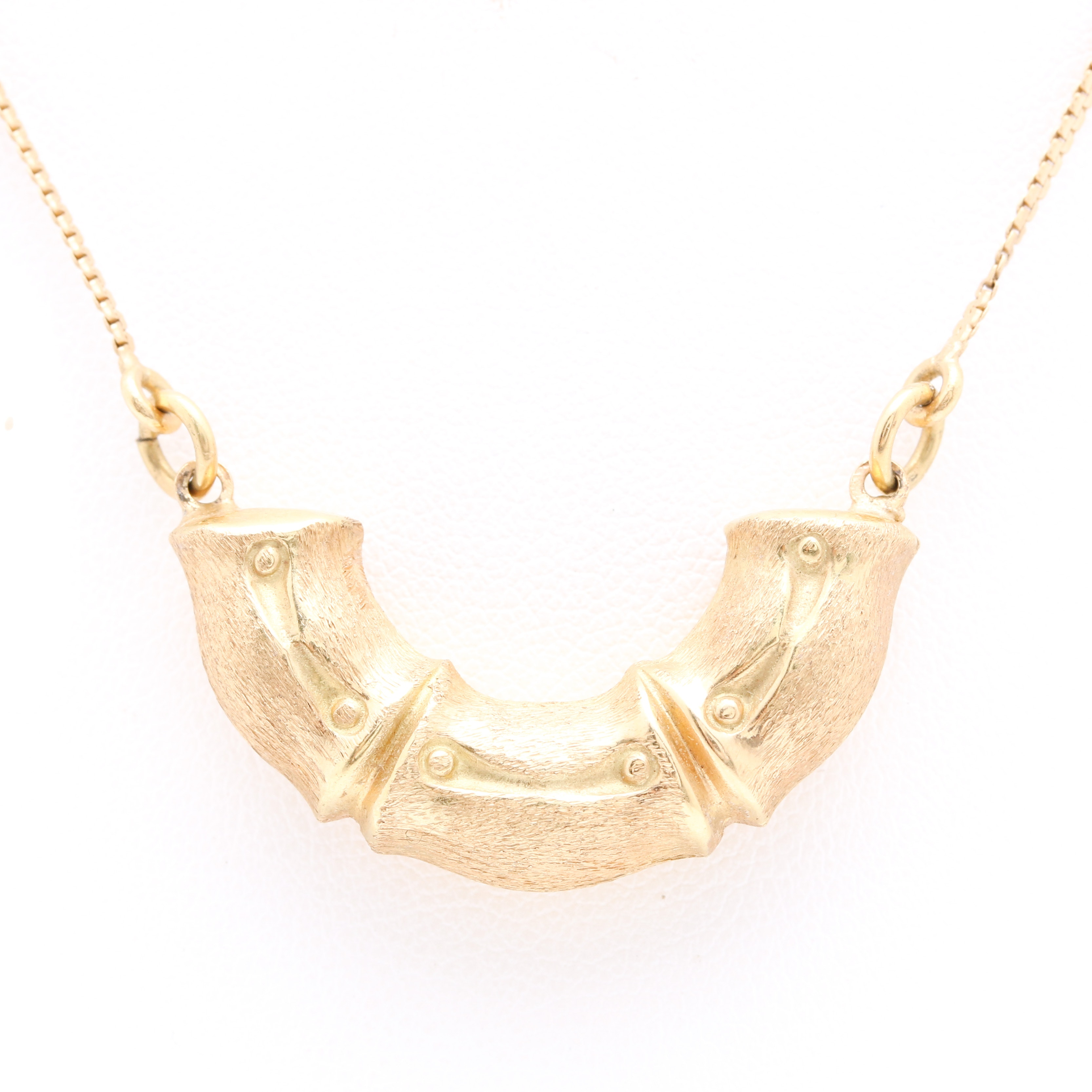 18K Yellow Gold Pendant with Fancy Link Necklace