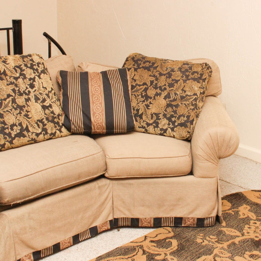 Throw Rugs On Sofas: Curved Sofa With Coordinating Throw Pillows And Accent Rug