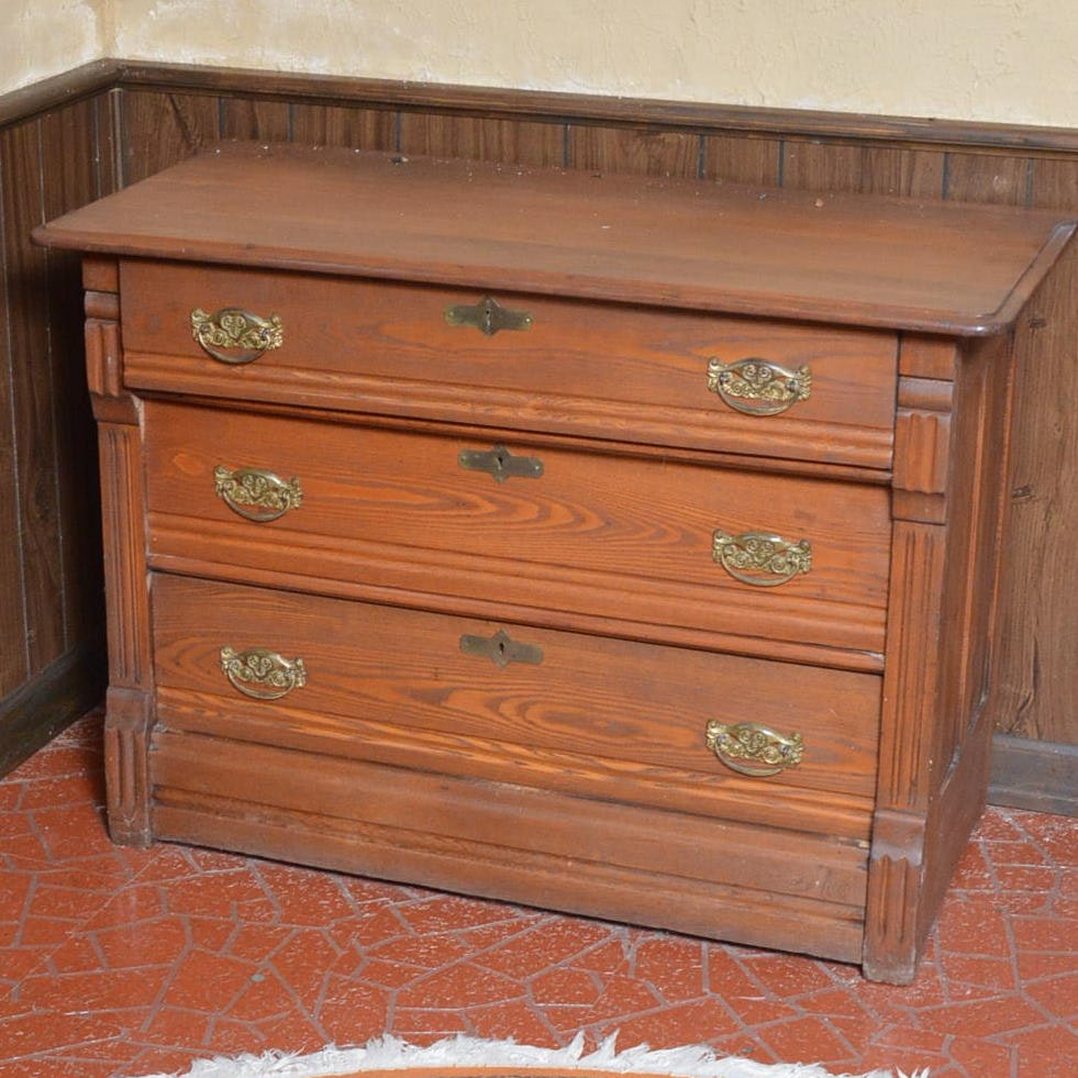 Antique Federal Style Oak Chest of Drawers