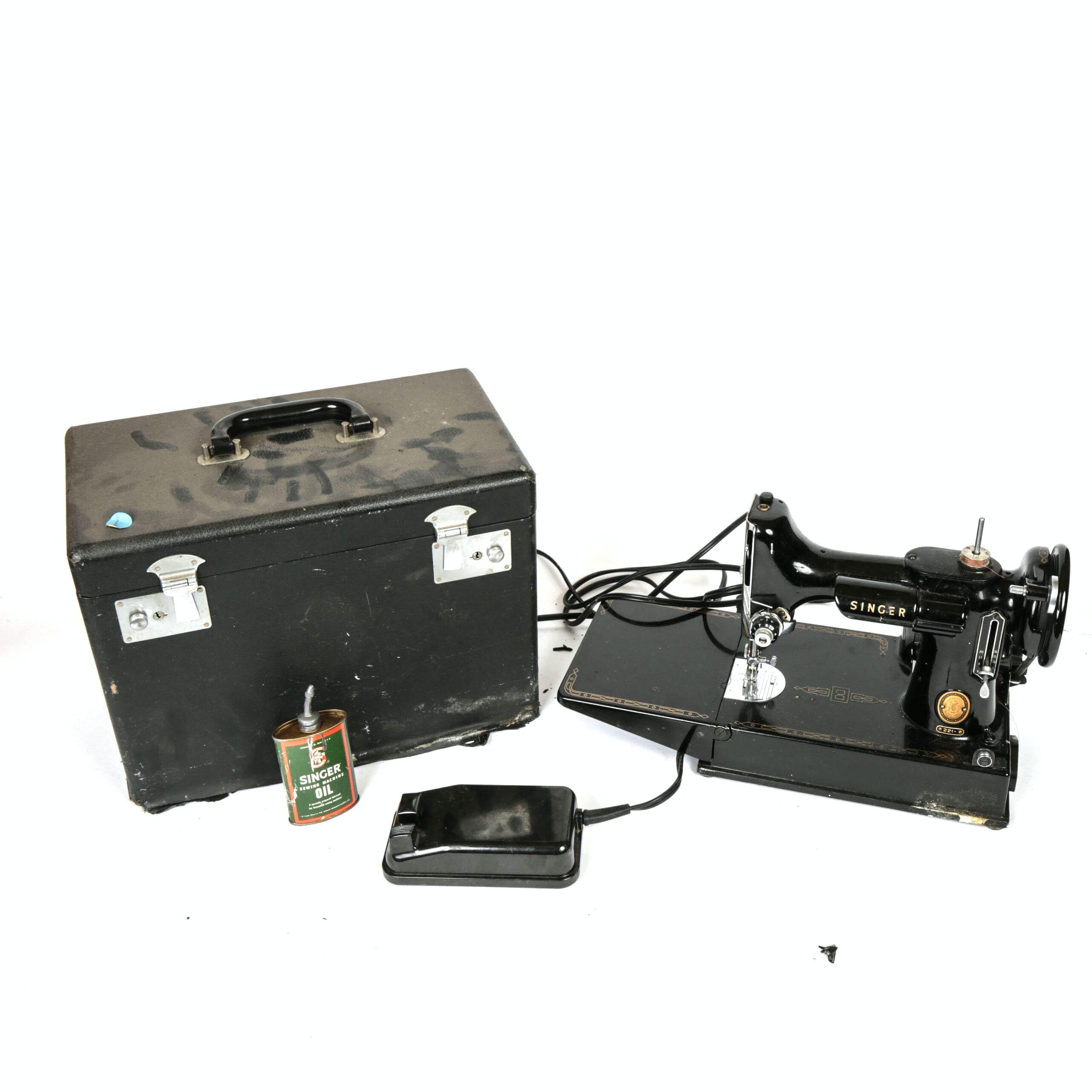 Vintage Singer 221 Featherweight Sewing Machine