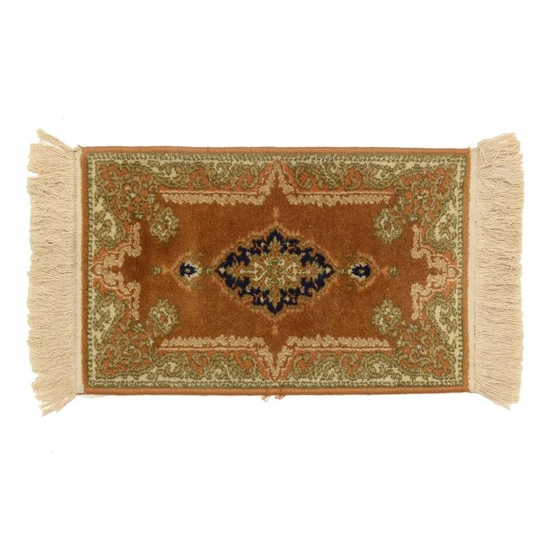 Persian Style Wool Sarouk Power Loomed Mat