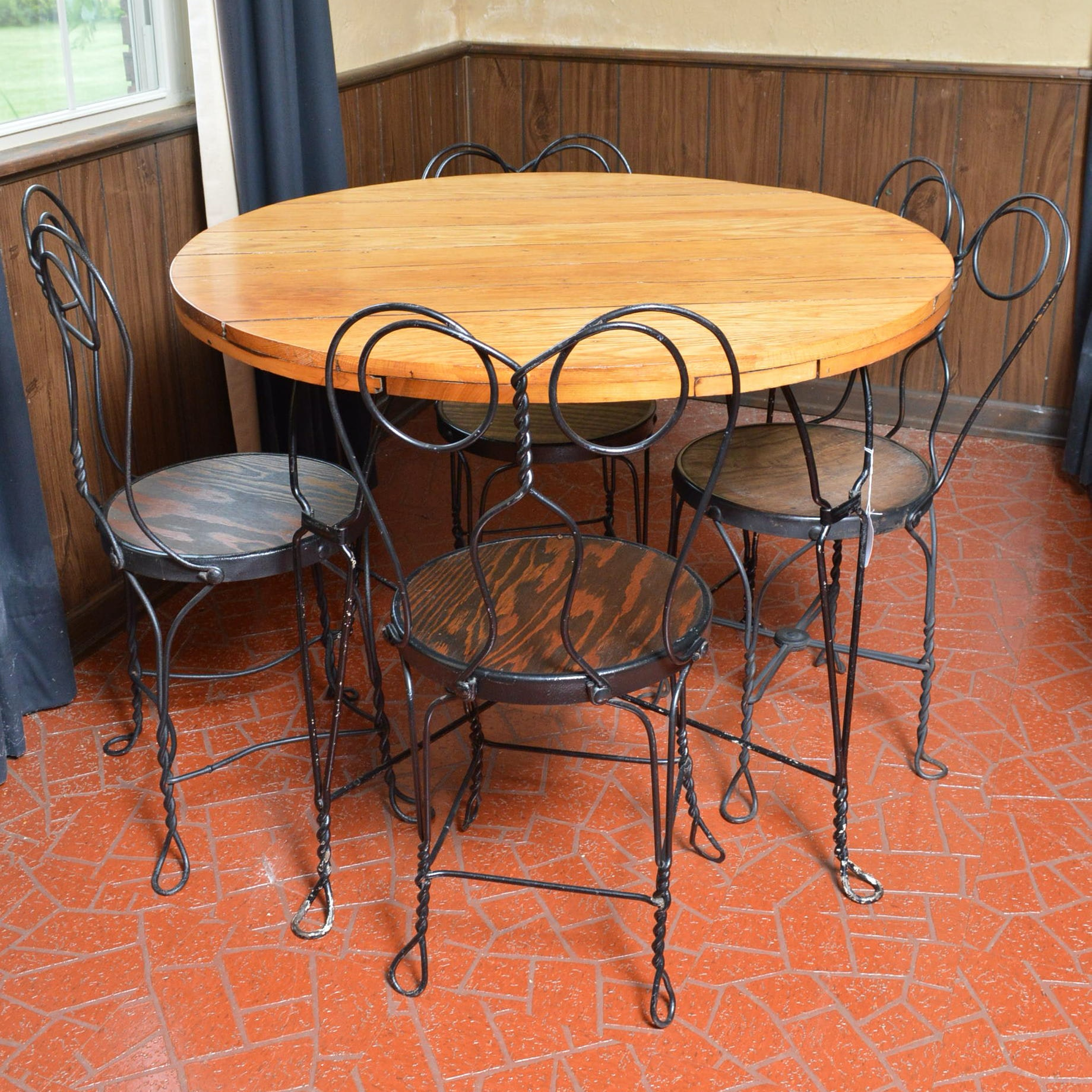 Ice Cream Parlor Dining Table and Chairs