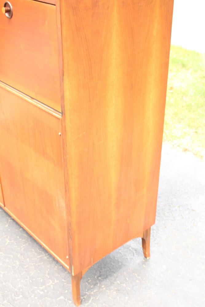 Mid Century Modern Wooden Dresser By Kroehler Ebth