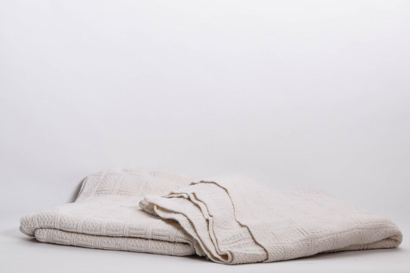 Victorian Auto Sales >> Pair of Smith & Johnson Cotton Blankets | EBTH