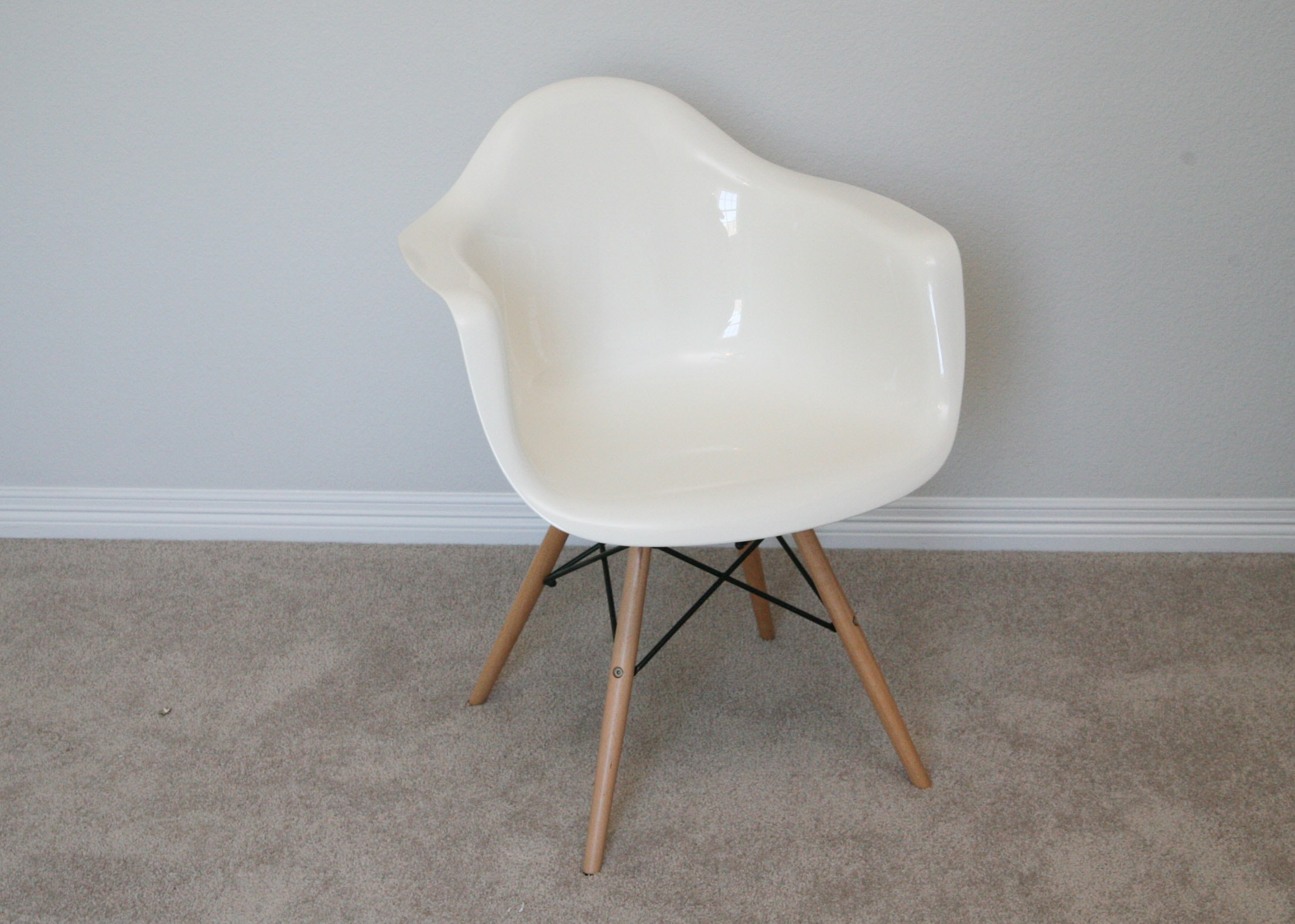 Mid Century Modern Style Plastic Eiffel Leg Chair