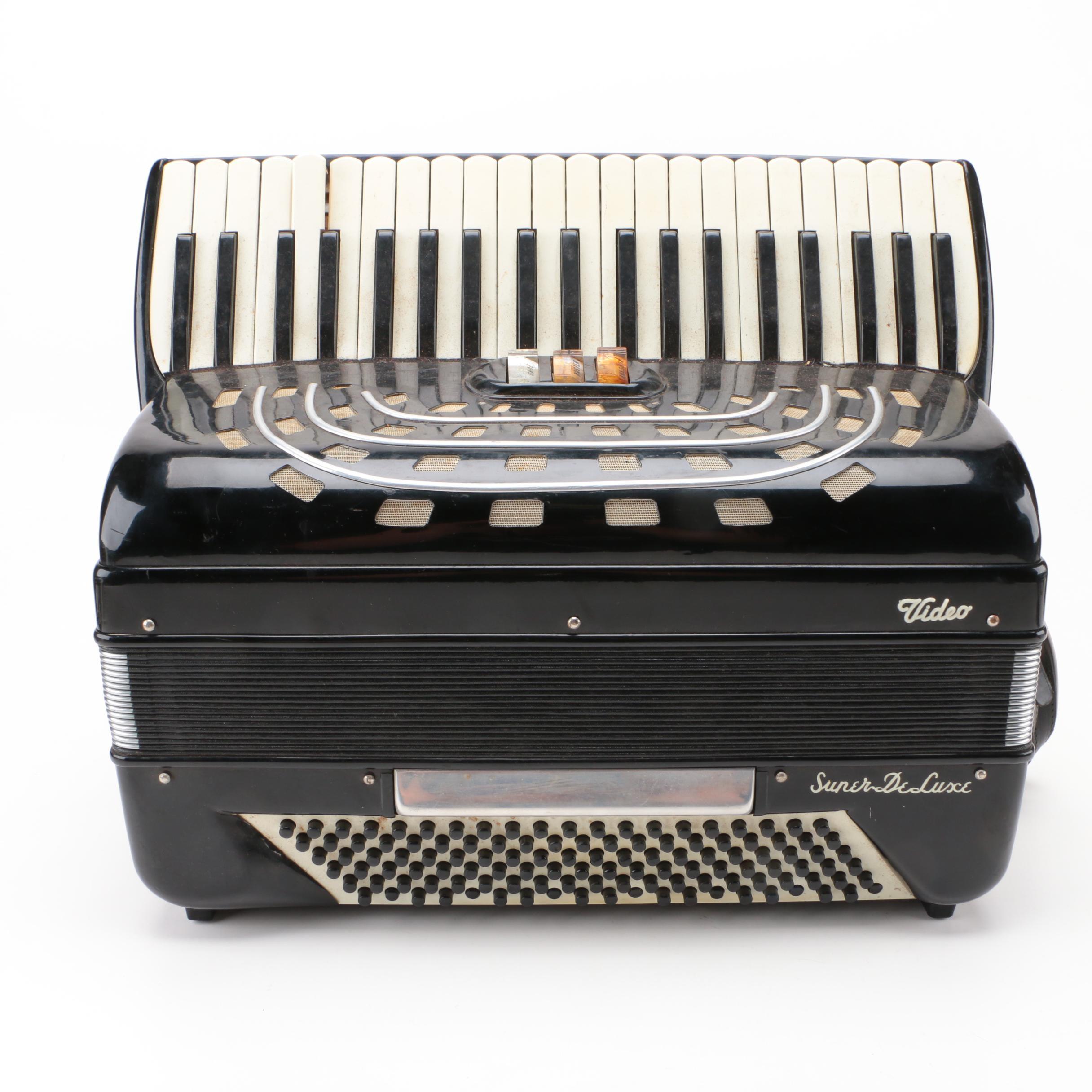 Vintage Italian Video Super DeLuxe Piano Accordion