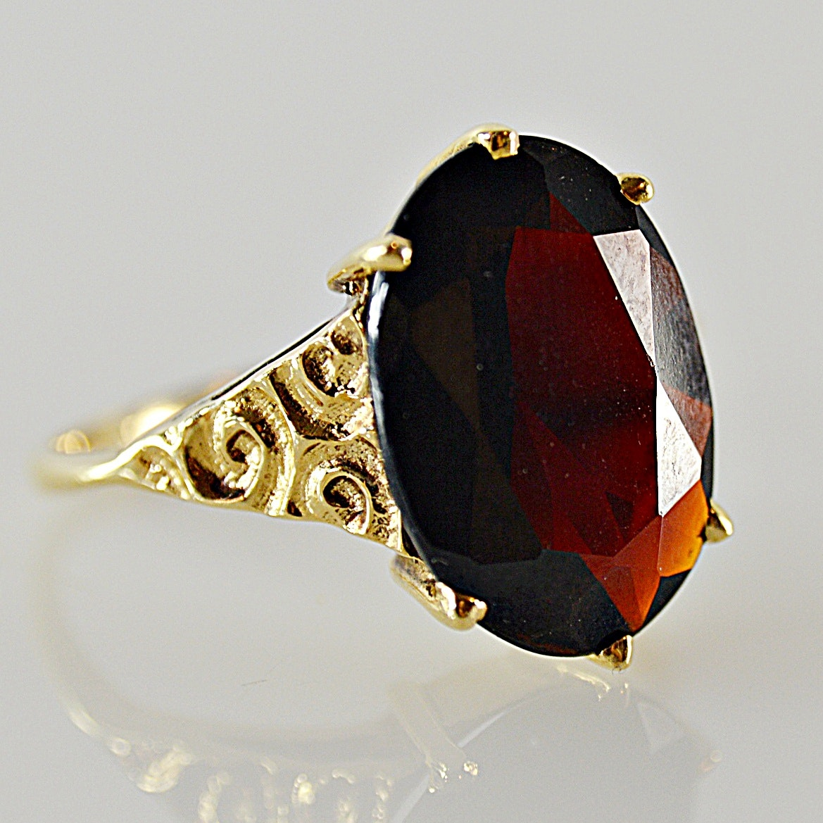 Antique 9K Yellow Gold and Garnet Ring