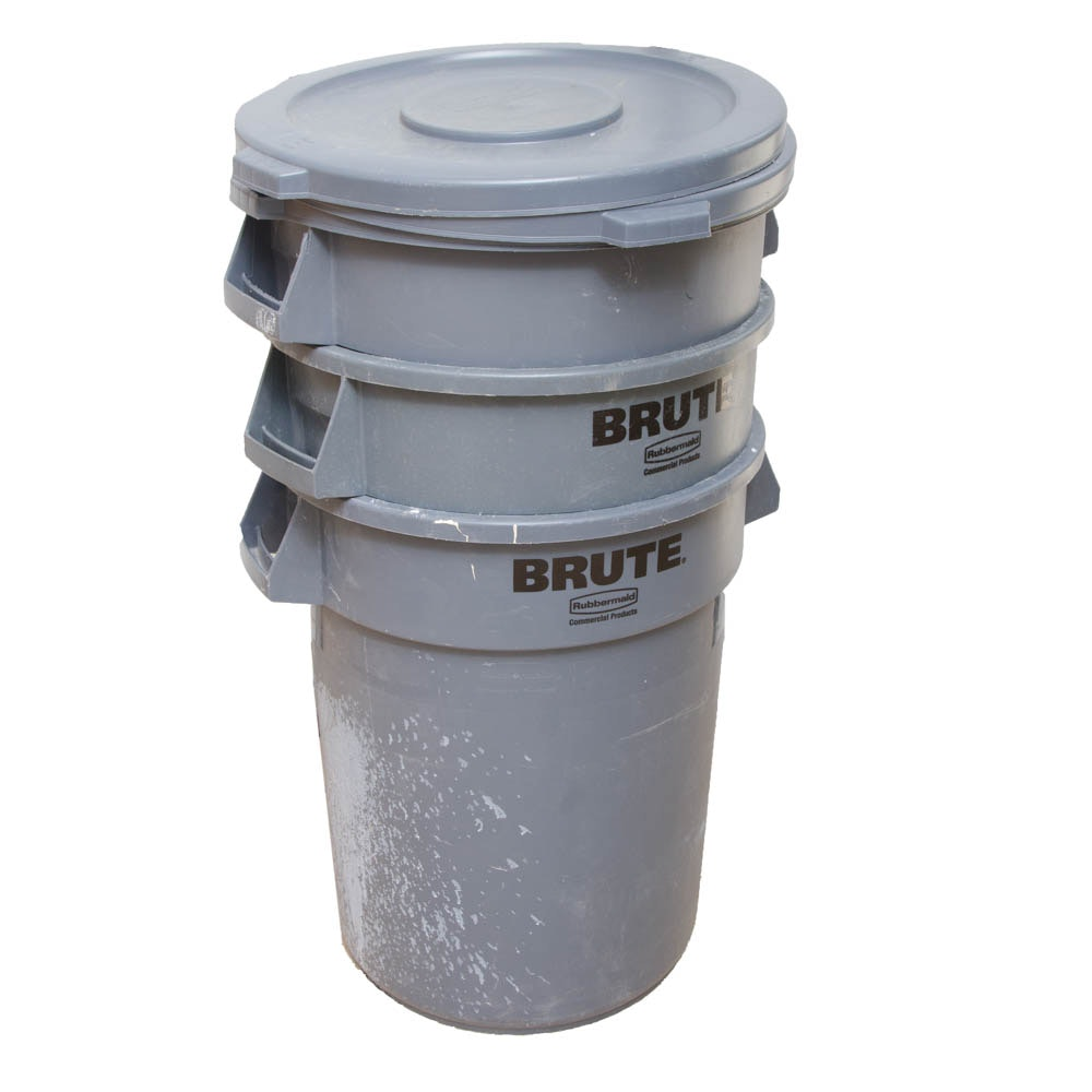 Rubbermaid Brute 32 Gallon Trash Containers