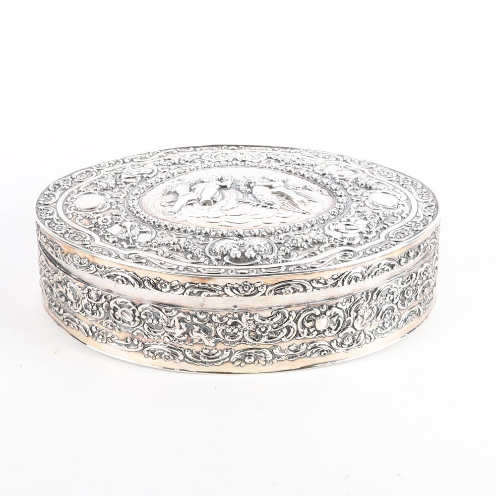 830 Silver Cherub Snuff Box