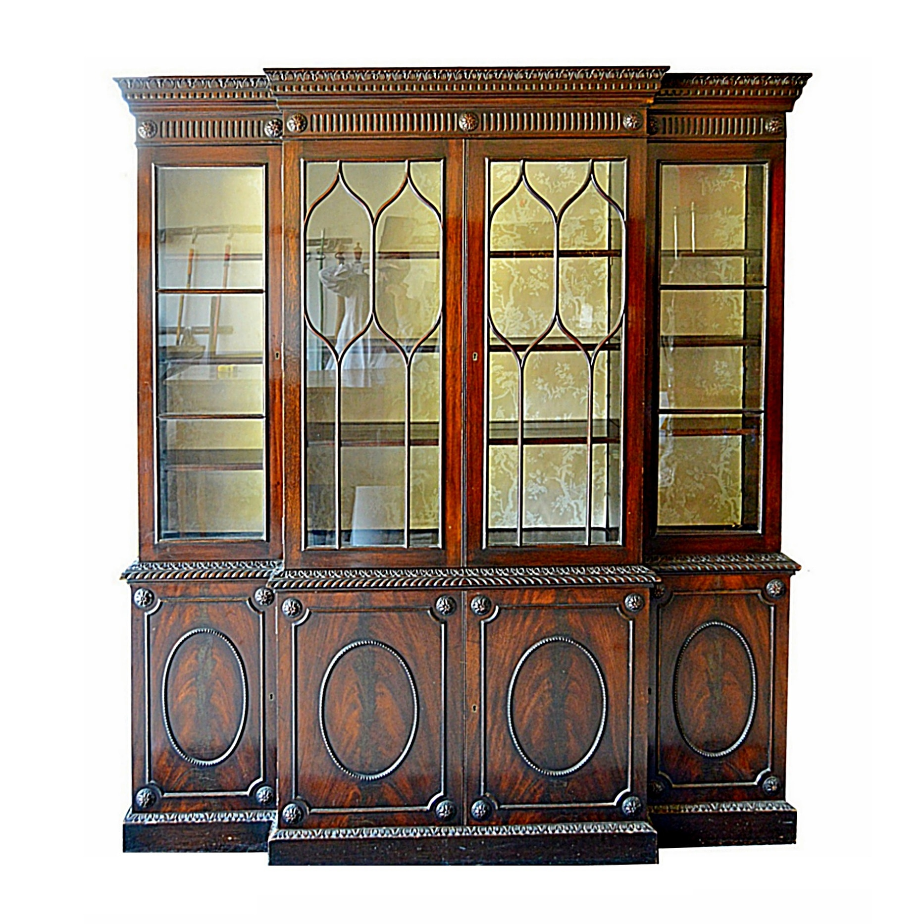 Early 20th Century Hepplewhite Style Mahogany Breakfront