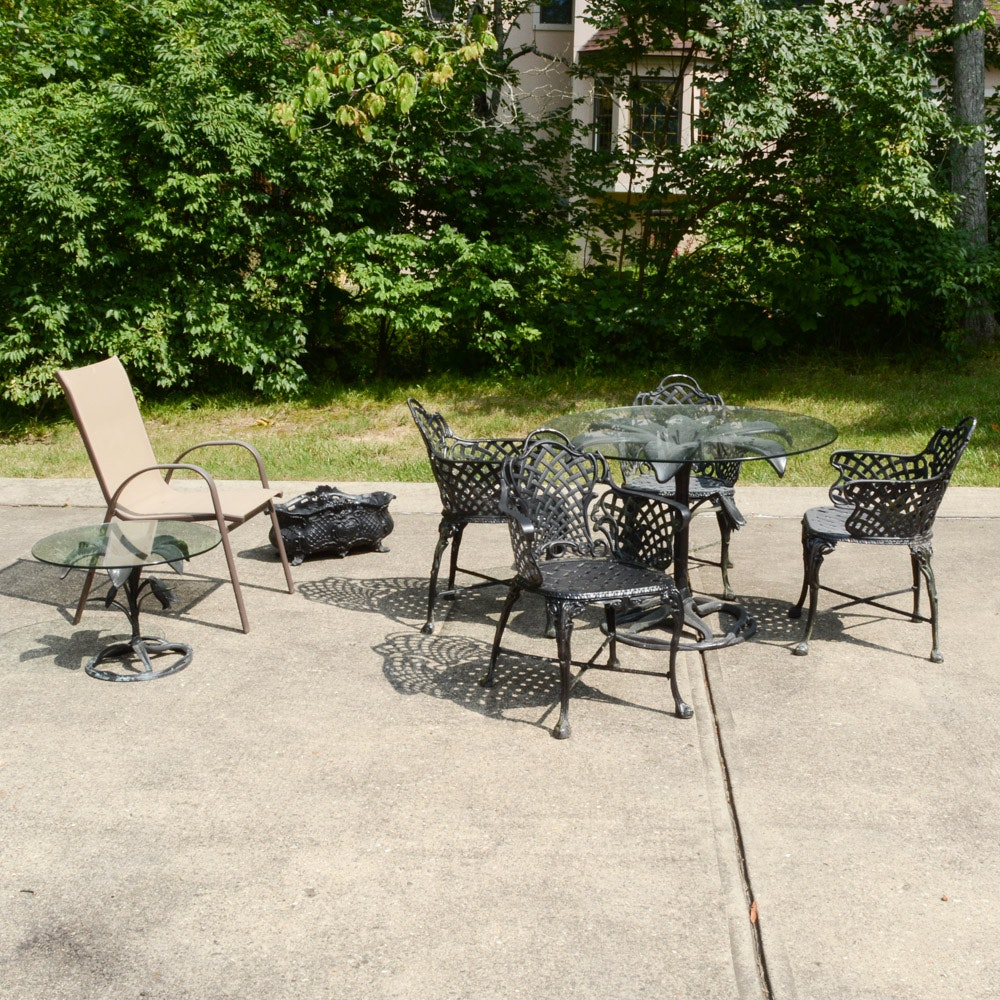 Outdoor Patio Table, Chairs and Furniture