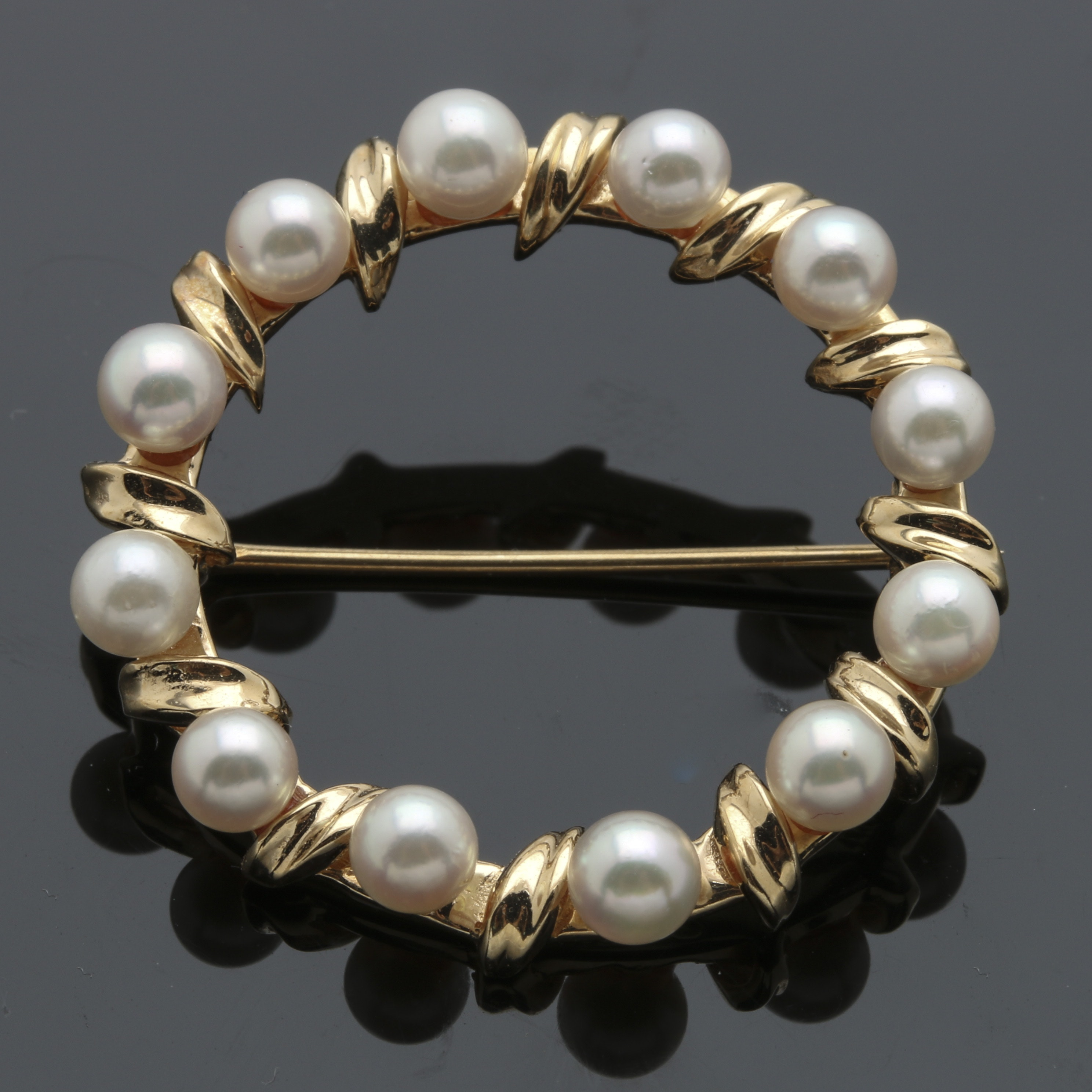 14K Yellow Gold Cultured Pearl Circle Brooch