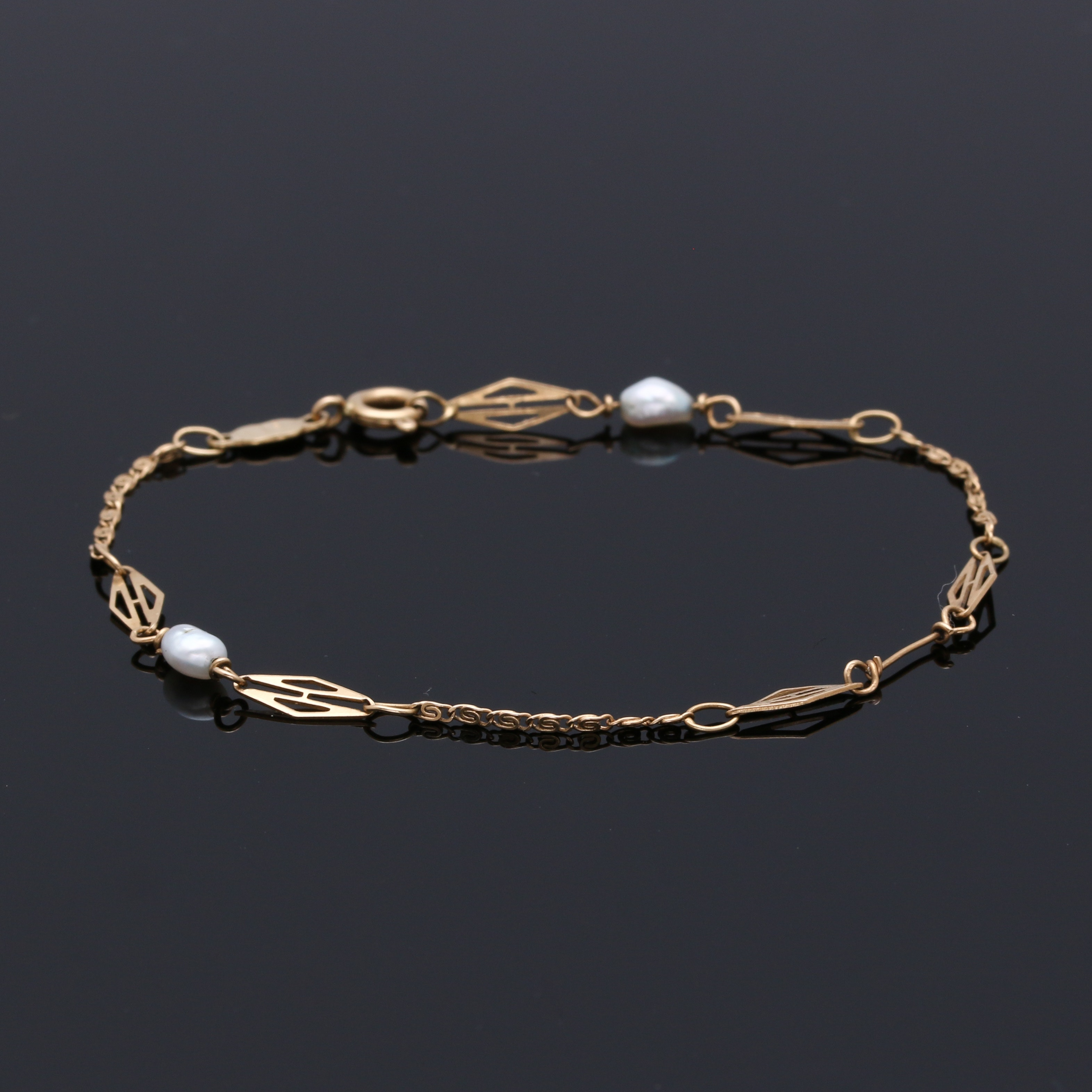 18K Yellow Gold Pearl Bracelet