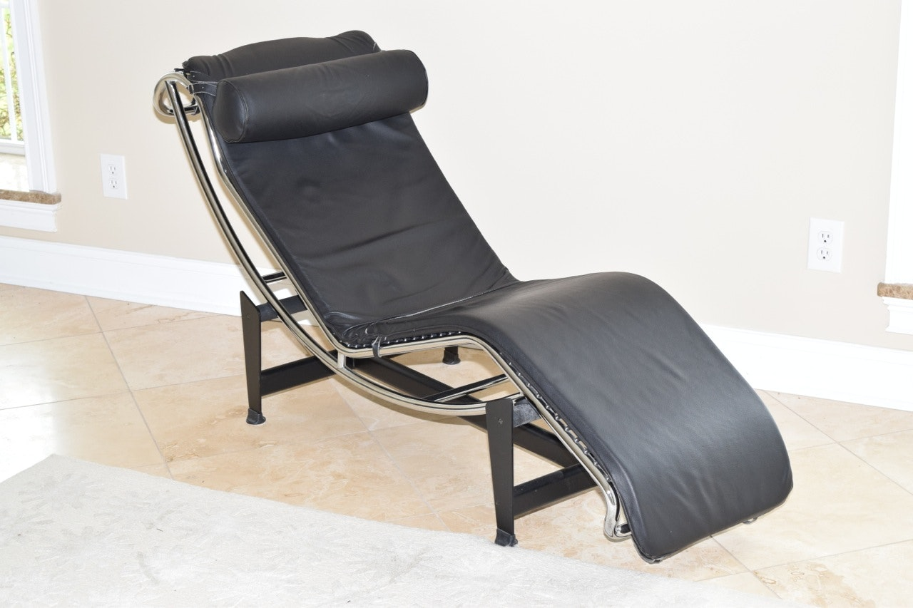 Le corbusier lc4 chaise longue in black leather ebth for Black leather chaise longue