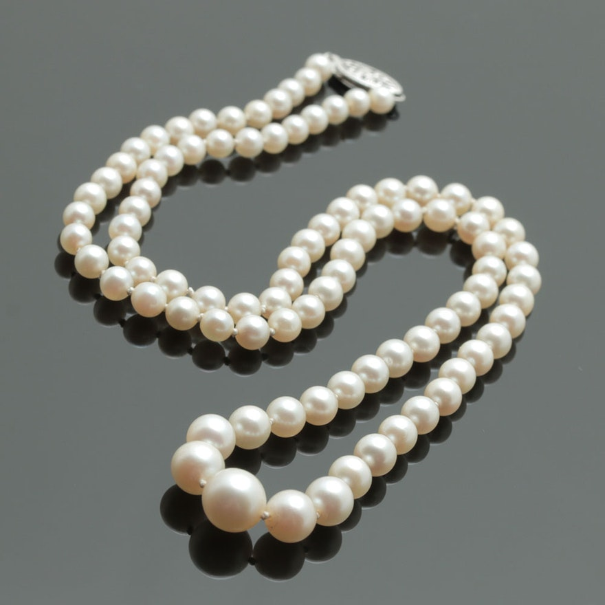 468030cacd716 Vintage Graduated Pearl Necklace with 14K White Gold Clasp