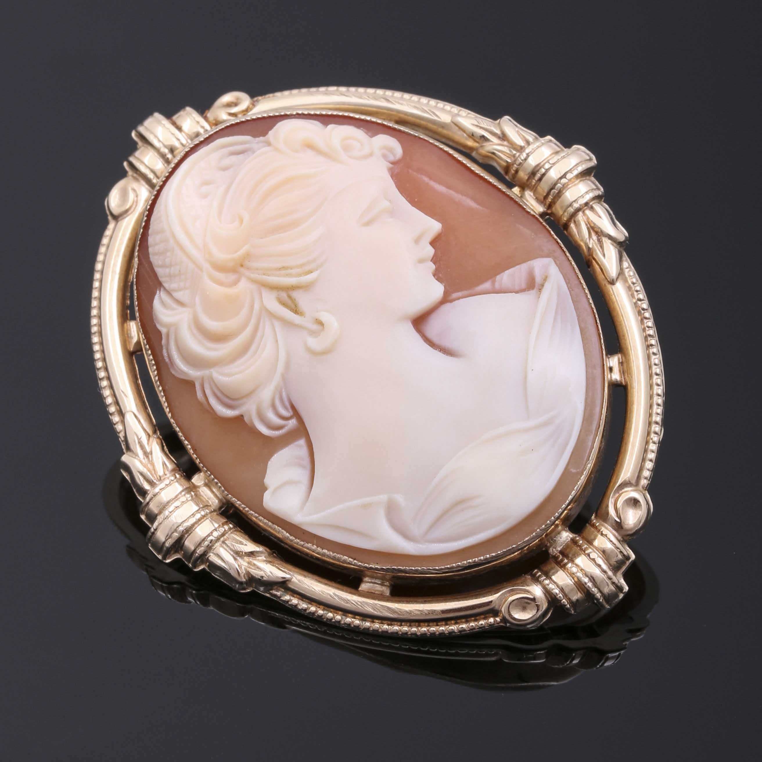 10K Yellow Gold Oval Cameo Convertible Brooch/Pendant