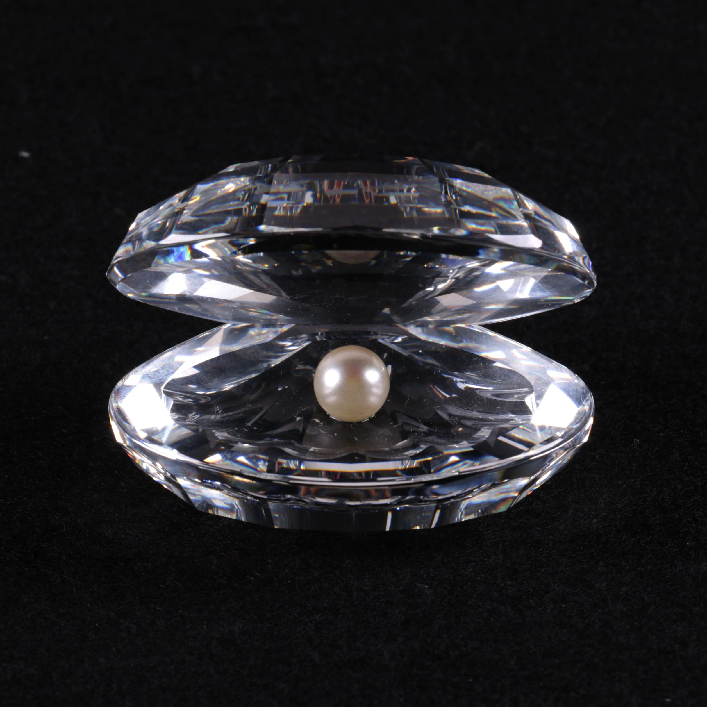 Swarovski Crystal Clam with Pearl Figurine