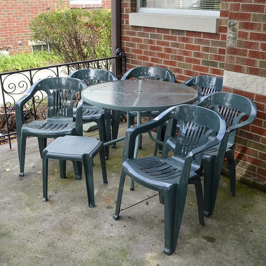 Gl Top Metal Patio Dining Table With Rubbermaid Plastic Chairs