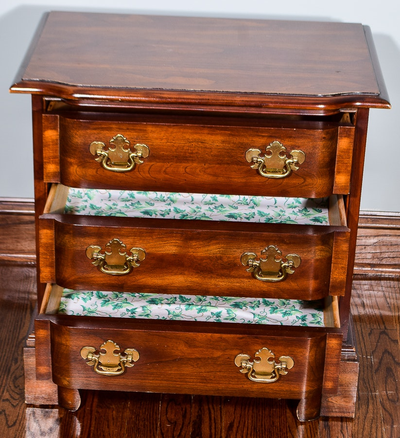 Chippendale Style Bed Side Chest Of Drawers Ebth