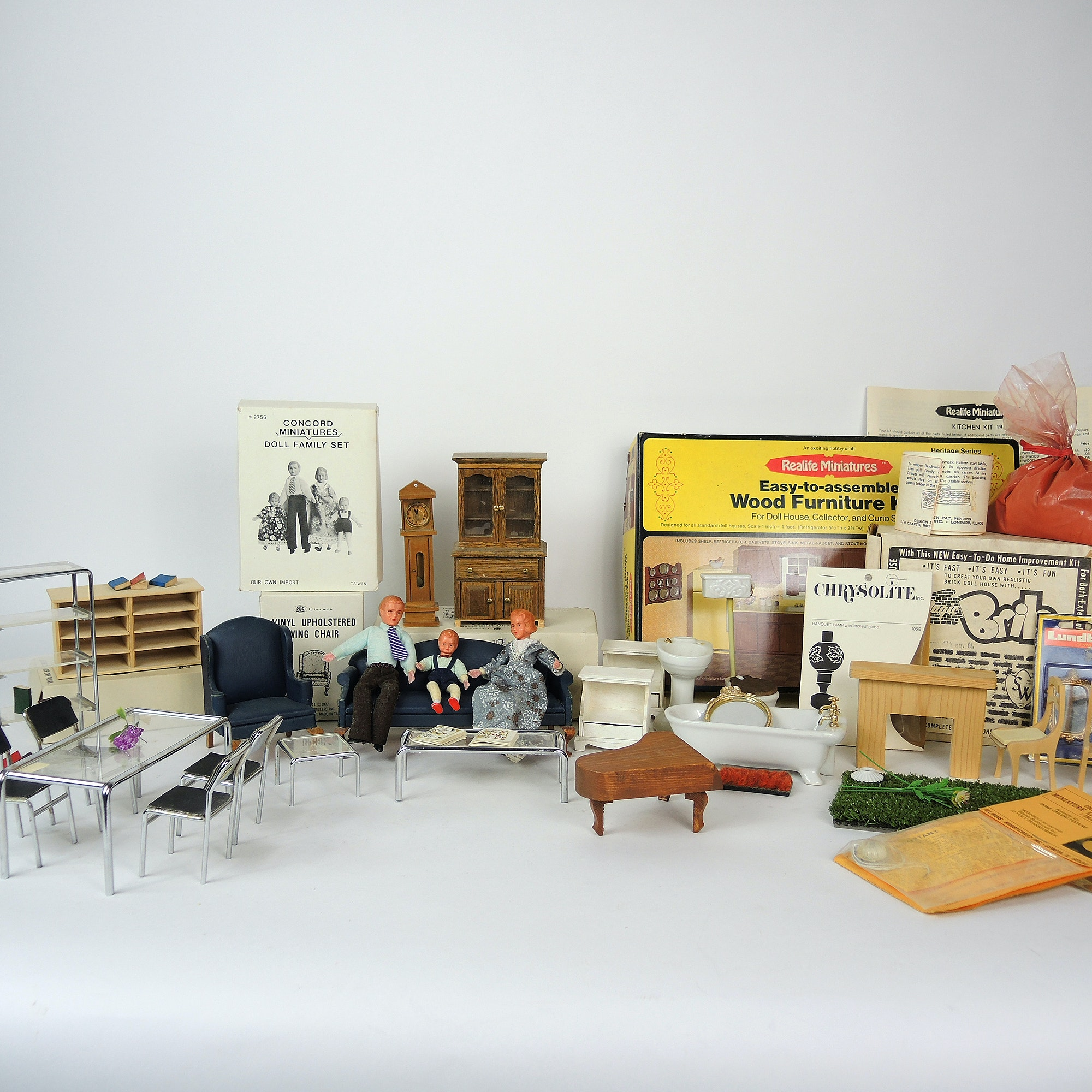 Vintage Dollhouse Miniatures And Wood Furniture Kits Ebth