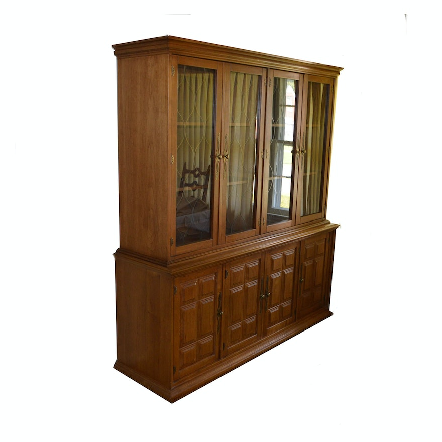 Vintage Stanley Furniture Two-Piece China Cabinet ... - Vintage Stanley Furniture Two-Piece China Cabinet : EBTH