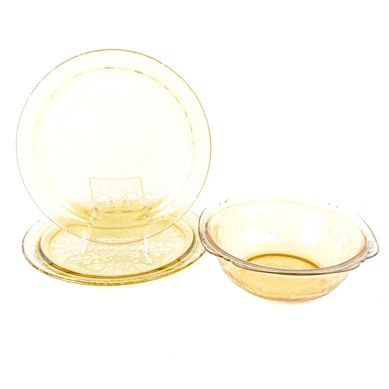 "Assortment of Federal ""Madrid Amber"" Serveware"