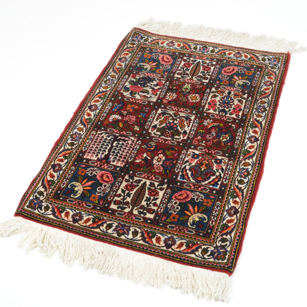 Hand Knotted Persian Bakhtiari Accent Rug