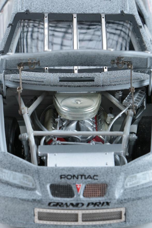 monogram 1 24 racing model car kits and action 1 24 die. Black Bedroom Furniture Sets. Home Design Ideas