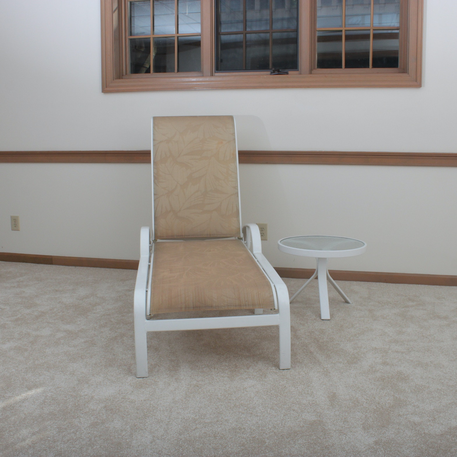 Tropitone Patio Lounge Chair and Side Table