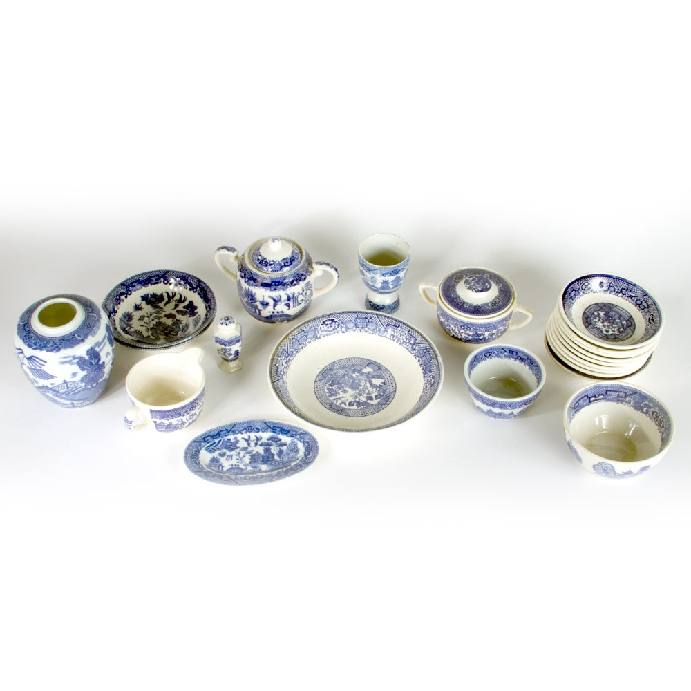 """Selection of """"Blue Willow"""" Serveware and Decor"""