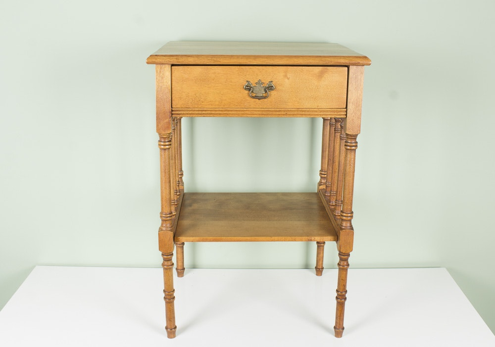 Traditional Style Side Table