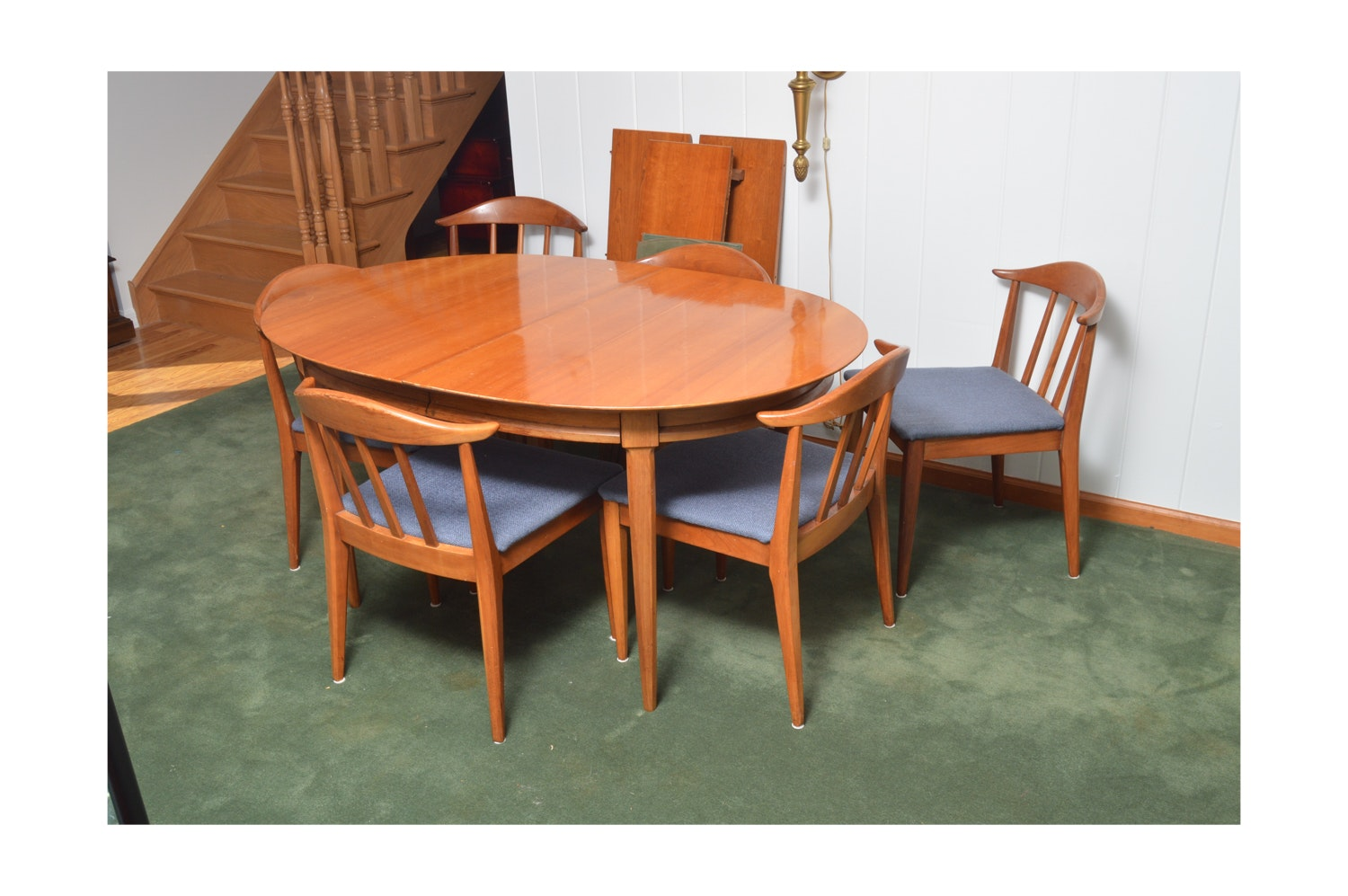 Vintage Modern Style Dining Table and Chairs