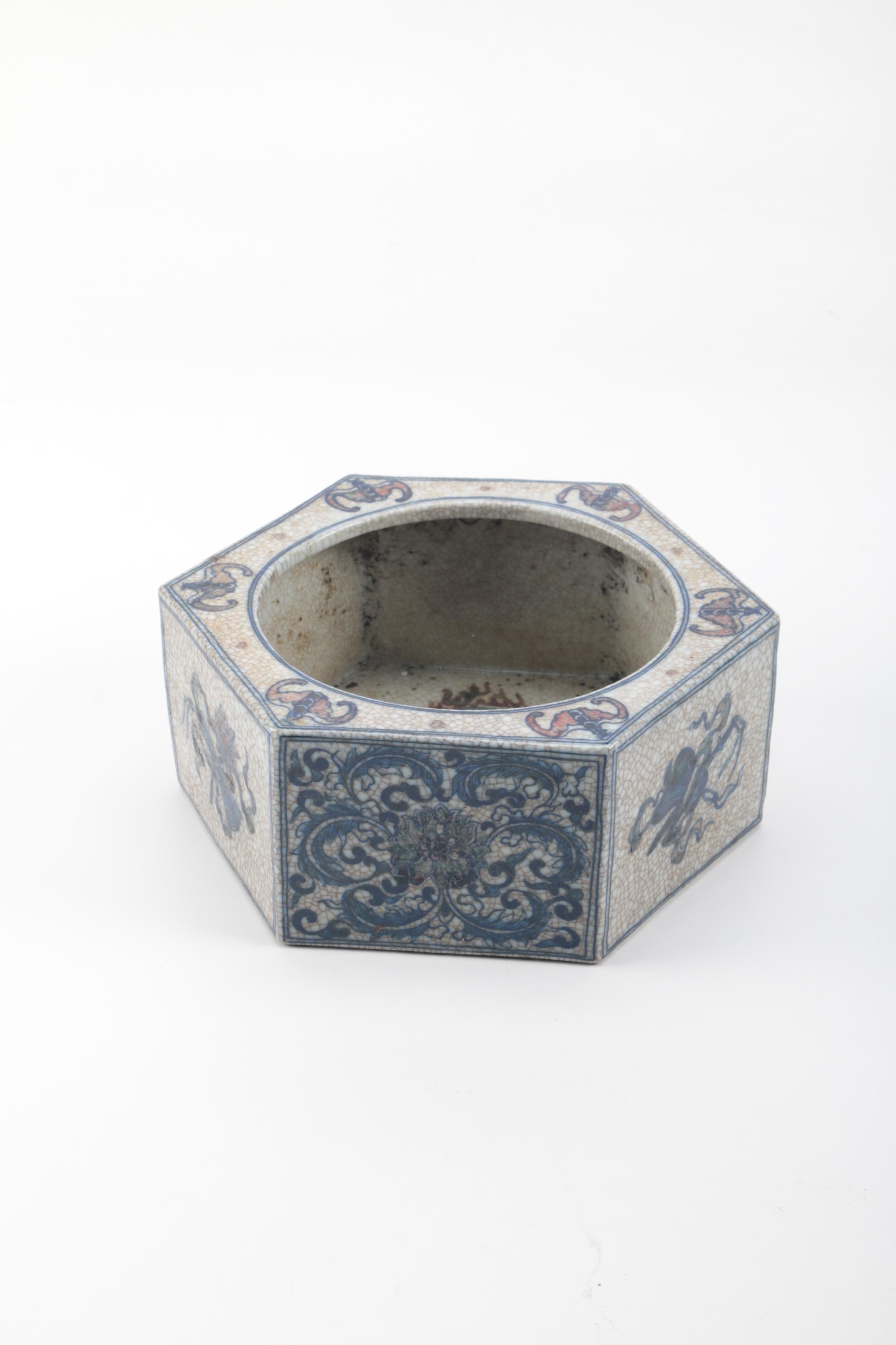 Chinese Hexagonal Blue And White Ceramic Vessel Ebth