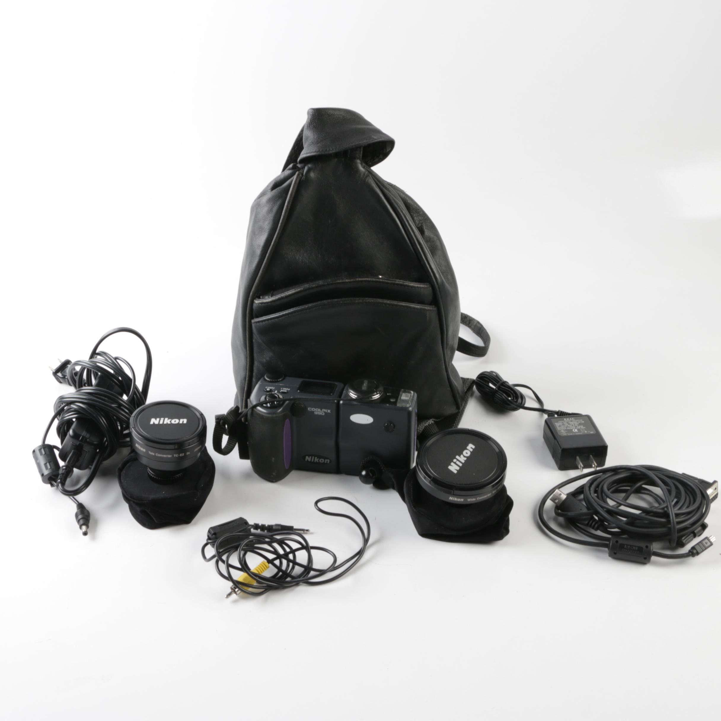 Nikon Coolpix 990 Digital Camera with Accessories
