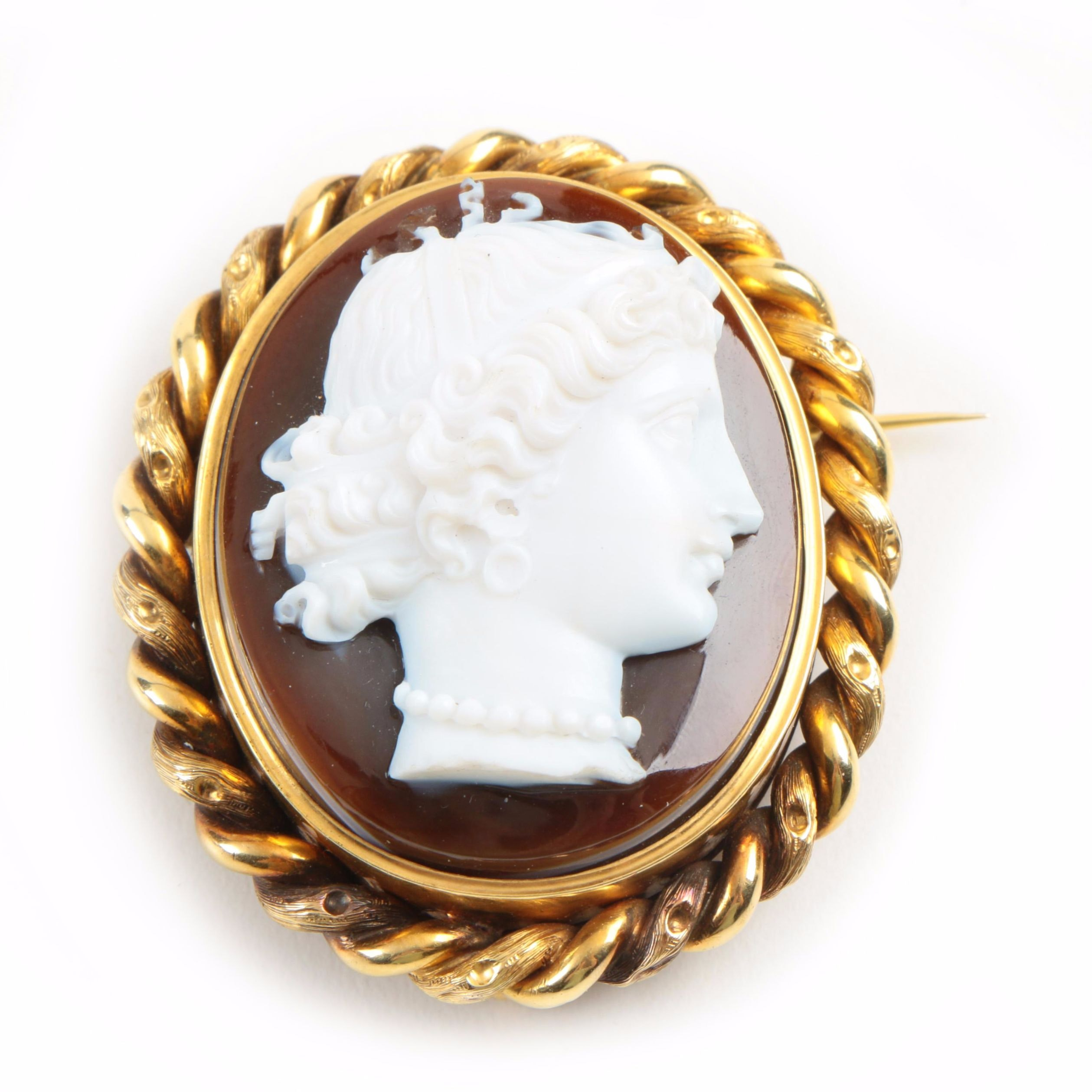 Antique 18K Yellow Gold Sardonyx Cameo Oval Brooch with French Hallmark