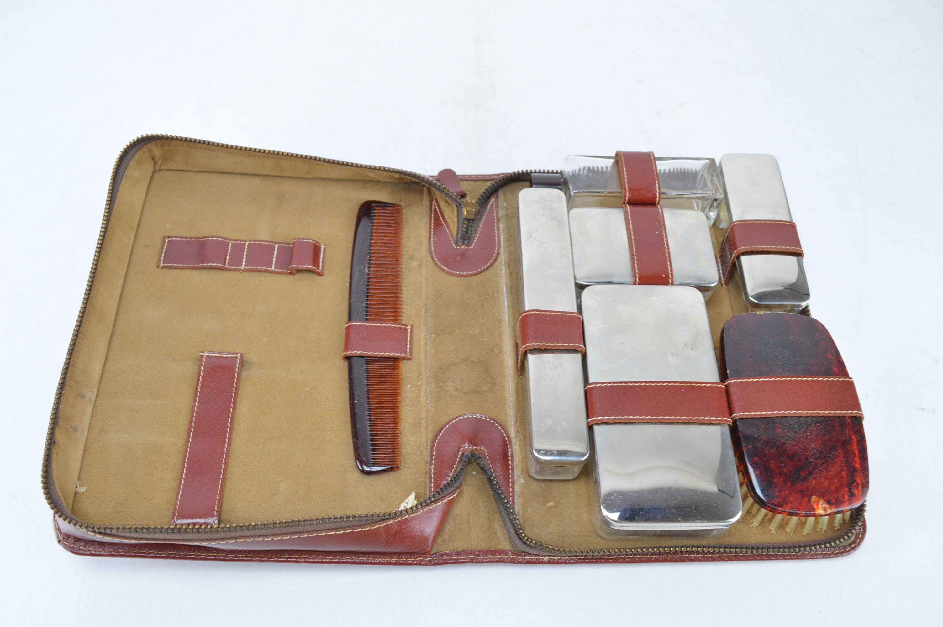 Vintage Men's Toiletry Kit
