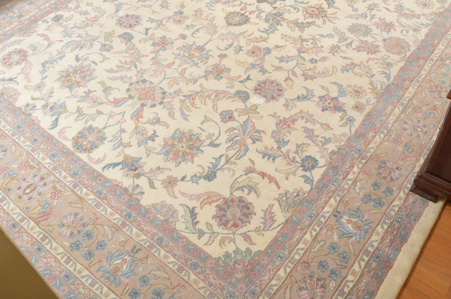 Hand-Knotted Peshawar Style Wool Area Rug