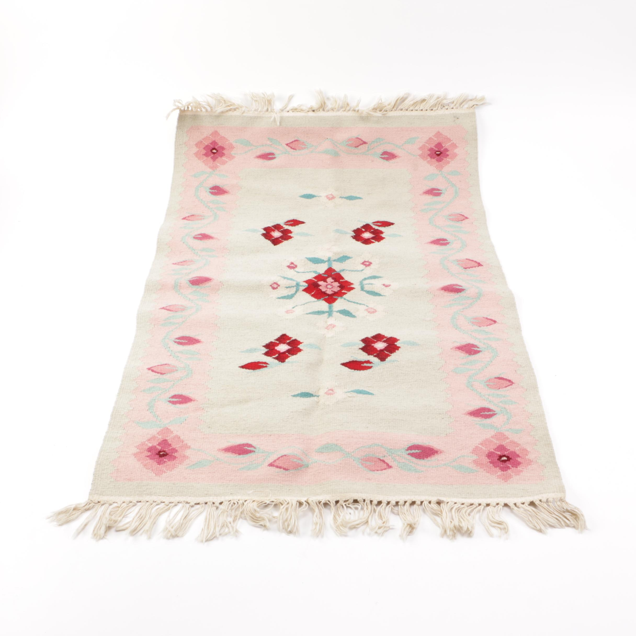 Handwoven Floral Wool Accent Mat