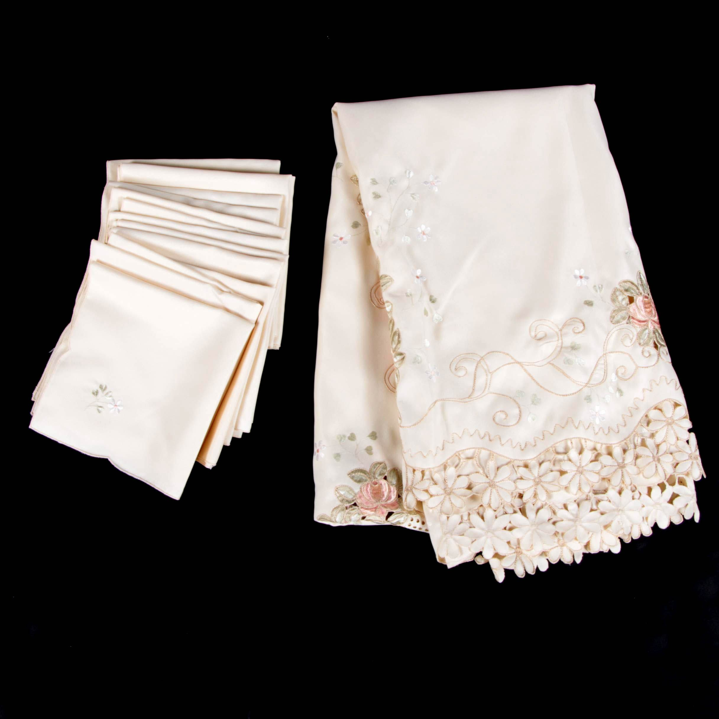 Daisy Lace Trimmed Table Linens
