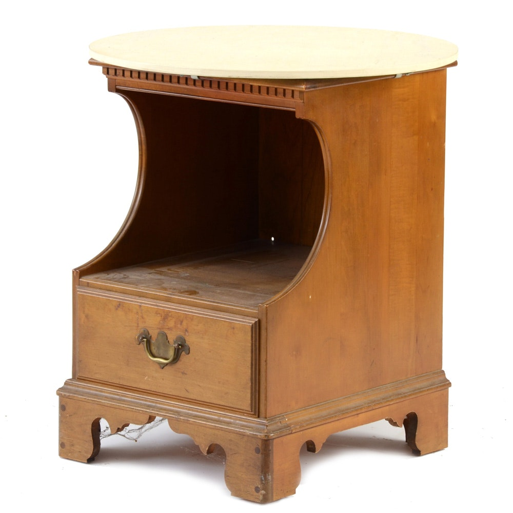 Early American Style Maple End Table