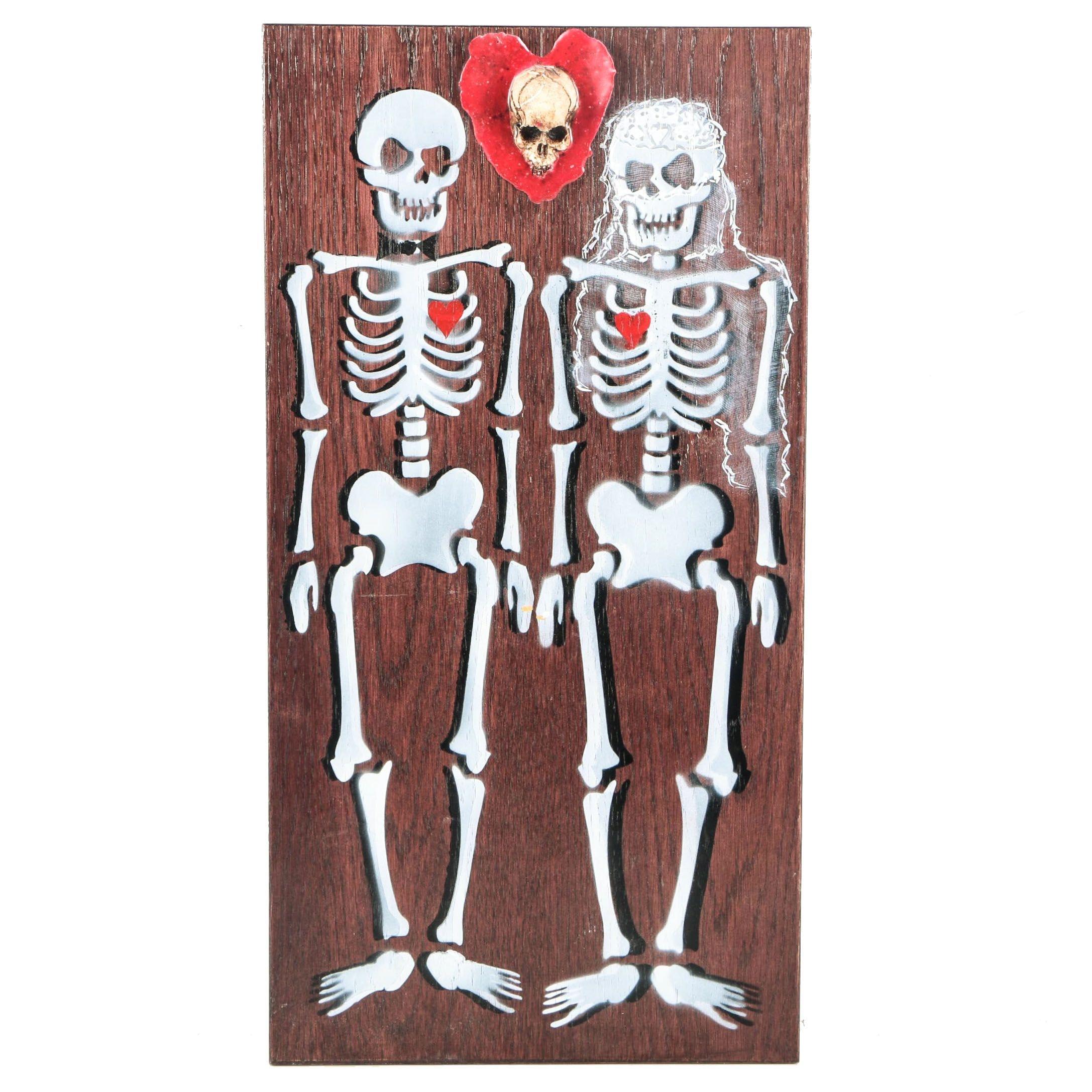 Halloween Decor Featuring a Skeleton Wedding