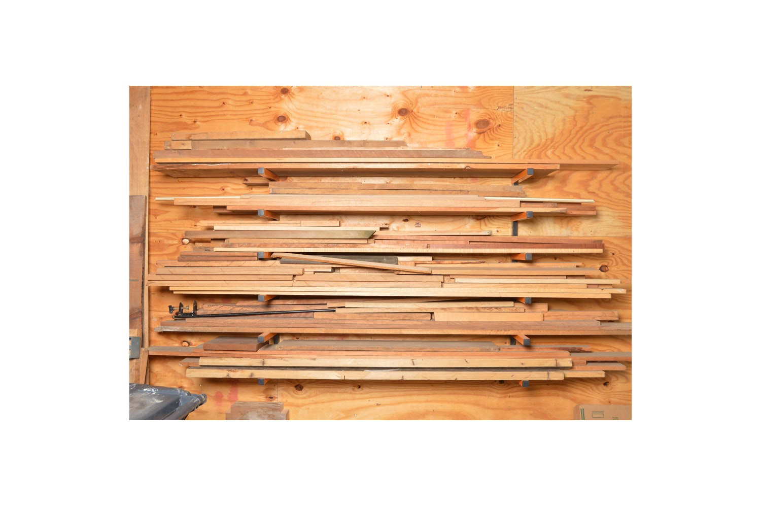 Wall-Mounting Lumber Rack with Assorted Lumber