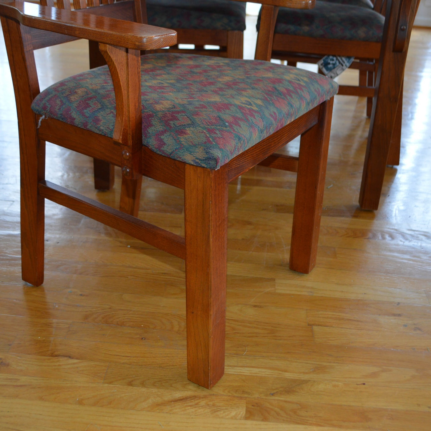 Red Oak Mission Style Dining Table And Chairs Ebth