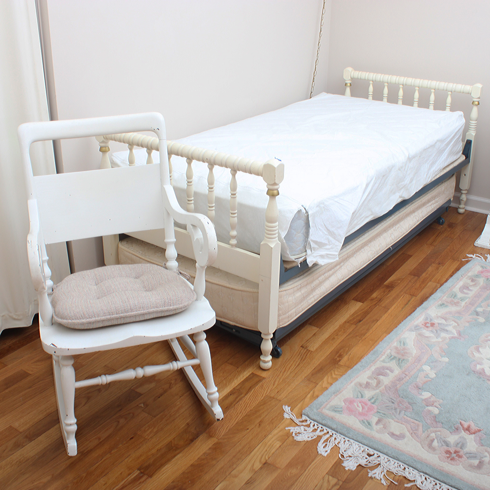 Vintage Jenny Lind Style Daybed With Trundle and Rocking Chair : EBTH