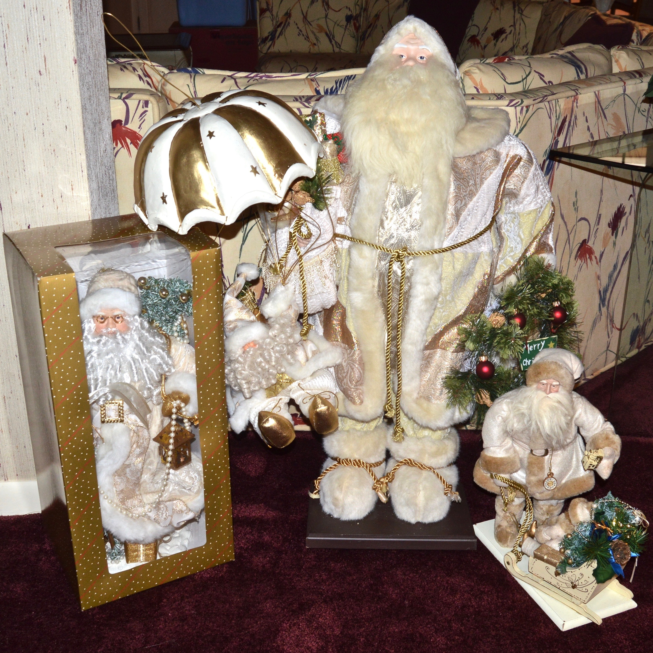Old World Style Holiday Santa Figurines