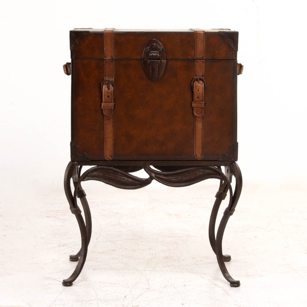 Vintage Style Trunk End Table