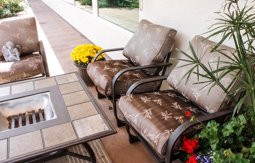five piece patio furniture group ebth. Black Bedroom Furniture Sets. Home Design Ideas